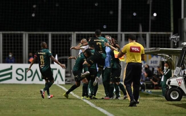 América-MG vence o Avaí, mas perde título da Série B por um gol