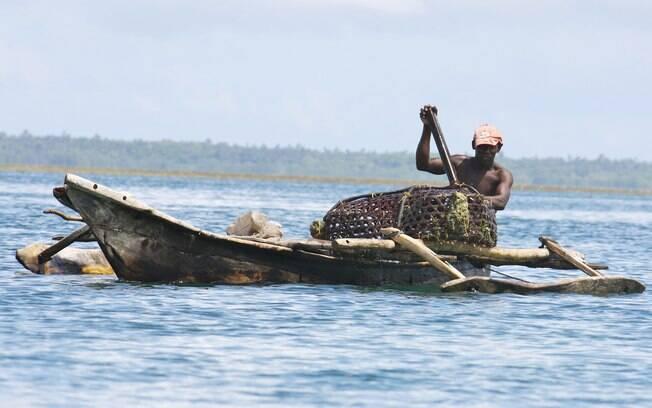 Barcos de pescadores marcam a paisagem da Ilha de Mafia
