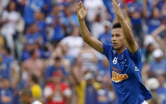 Henrique, volante do Cruzeiro