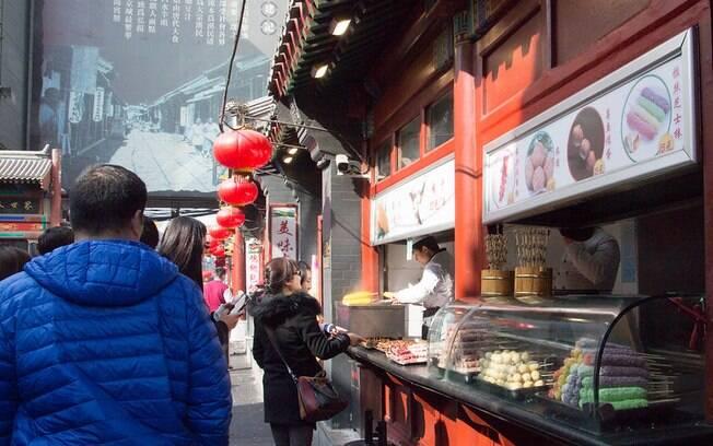 Lockdown inteligente isola 21 bairros da capital chinesa; atividades comerciais continuam no resto da cidade