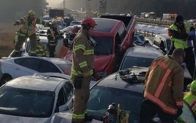 Acidente deixou pelo menos 35 pessoas feridas em estado considerado crítico