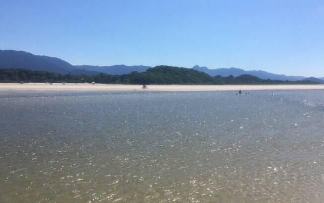 A Praia de Itaguaré fica próxima à famosa Riviera de São Lourenço, mas é bem menos conhecida do que a vizinha