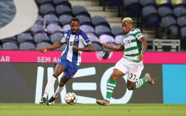 Porto derrota Sporting e é campeão português