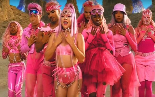 Lady Gaga surge como uma guerreira alienígena em novo clipe