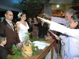 Juliana e Alberto em cerimônia ecumênica: juiz de paz