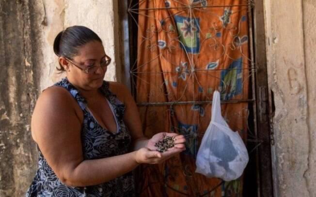 Flávia Jane e o feijão estragado: cesta básica foi entregue pela escola da filha