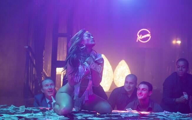 Jennifer Lopez surge sensual em cena de As golpistas