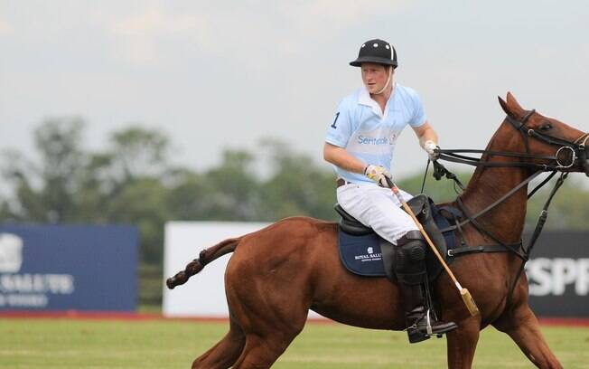 Depois de seus compromissos no Rio, Príncipe Harry jogou polo no interior de São Paulo