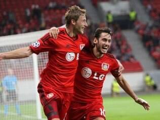 Bayer Leverkusen contou com uma ajuda do goleiro Julio Cesar para vencer o Benfica por 3 a 1