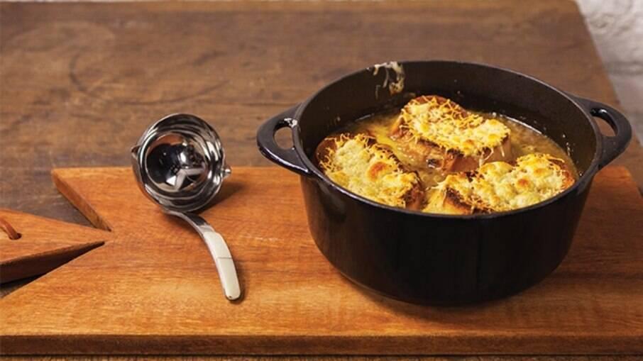 A sopa de cebola é perfeita para o friozinho