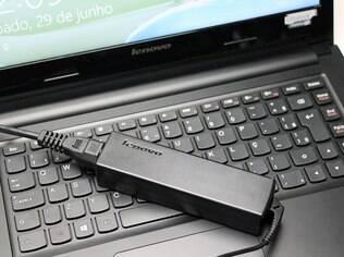 Bateria de quatro célular aguenta apenas cinco horas de uso de editor de texto e reprodução de vídeos