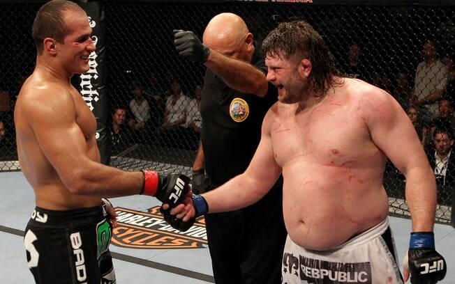 Junior dos Santos não nocauteou, mas aplicou  uma surra em Nelson em toda a luta