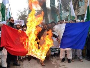 Pakistani Islamists burn a French flag during a protest against the printing of satirical sketches of the Prophet Mohammad by French magazine Charlie Hebdo in Quetta on January 22, 2015. Under Pakistan's strict blasphemy laws, insulting the prophet can carry the death penalty, and the country's prime minister and parliament have strongly condemned the publication of the cartoons. AFP PHOTO/ Banaras KHAN