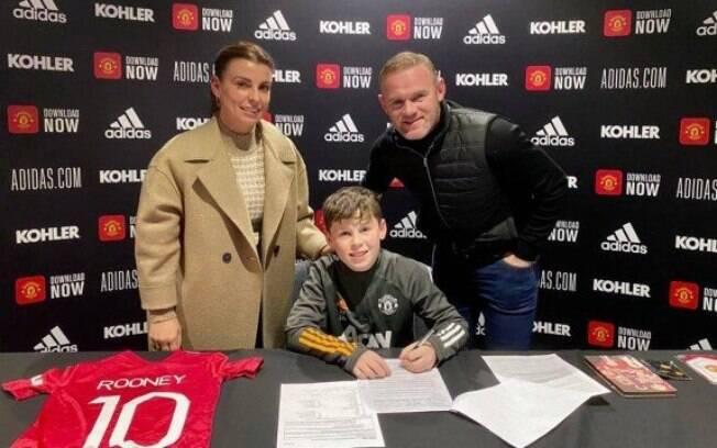 Filho de Wayne Rooney dará continuidade aos passos do pai no Manchester United