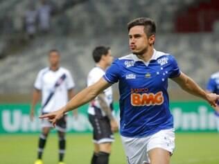 Willian anotou o primeiro gol do Cruzeiro logo aos 30 segundos de jogo