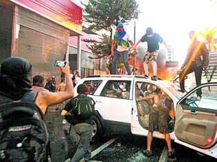 Prejuízo. Quebra-quebra do ano passado na avenida Antônio Carlos danificou estabelecimentos