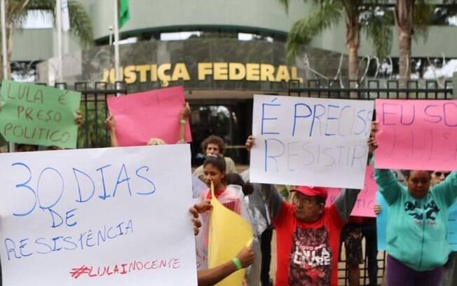 O ex-presidente Luiz Inácio Lula da Silva está preso há 30 dias na sede da Lava Jato