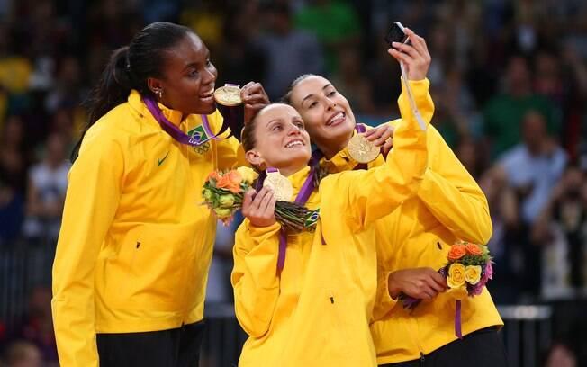 Oposta faz festa com Fabi e Fabiana no pódio  em Londres. Sheilla é bicampeã olímpica