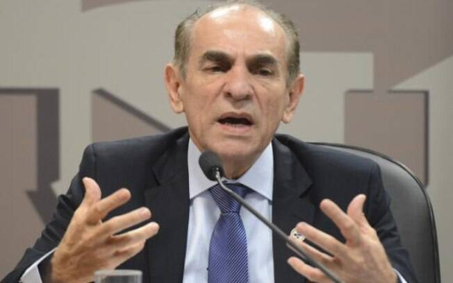 Marcelo Castro, ministro da Saúde, licenciou-se do cargo por algumas hora para poder votar