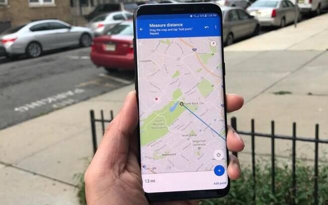 Com o novo Live View, ao direcionar o celular para a rua, será possível detectar qual o sentido que se está apontado