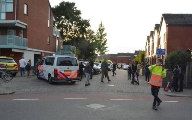 Segundo jornais locais, um policial foi responsável pela tragédia.