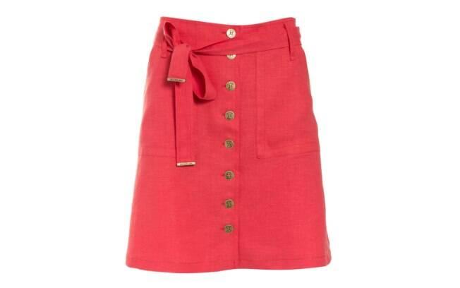 Mais longa, saia vermelha é da Le Lis Blanc (R$ 479,50)