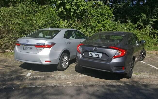 O Corolla tem um câmbio CVT bem ajustado, tanto para economia quanto para uma tocada esportiva. O Civic sofre com a transmissão, mas anda muito bem nas curvas