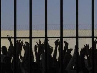 Detentos do Complexo Prisional do Curado, no Recife, foram transferidos para a Penitenciária Agrícola de São João, na Ilha de Itamaracá