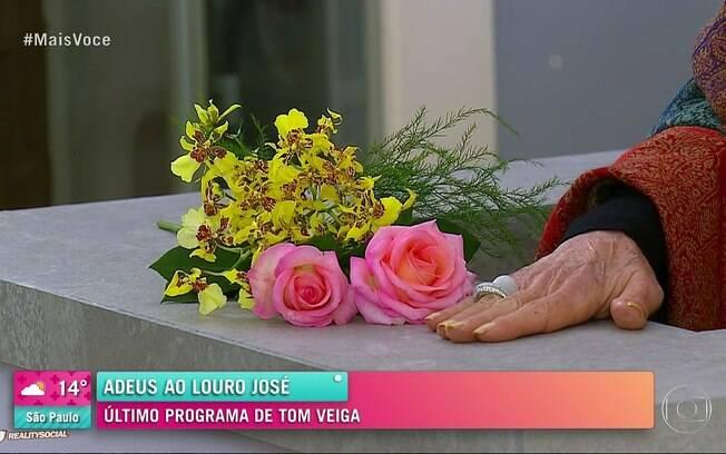 Flores ocupam o lugar de Louro José na bancada do