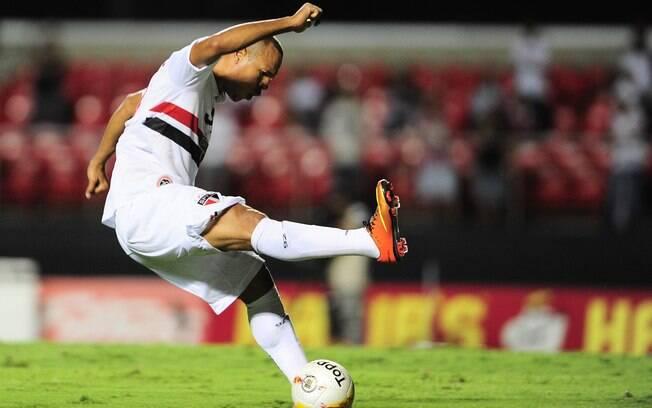 Luis Fabiano erra conclusão em ataque do São  Paulo