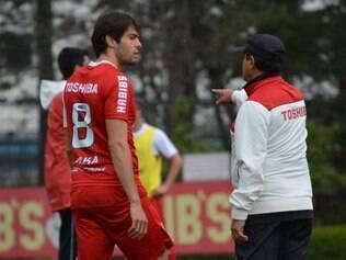 Muricy orienta Kaká durante treinamento no CT da Barra Funda