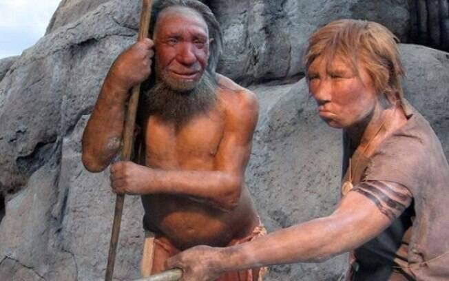 Análises do fragmento do osso revelaram que seu DNA possuía 40% de genes de neanderthal e 40% do desonoviano
