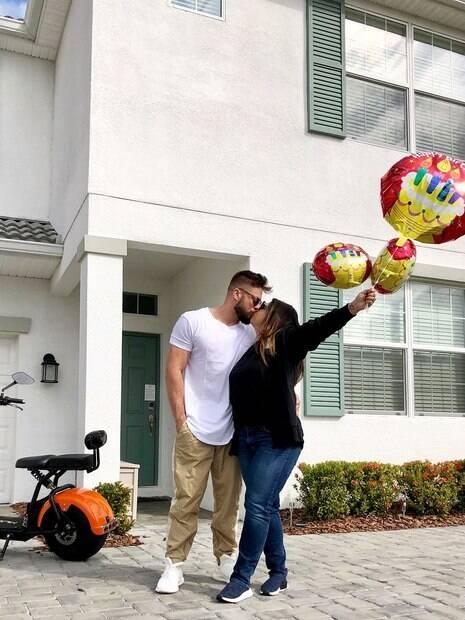 Preta Gil celebra aniversário do marido, Rodrigo Godoy.