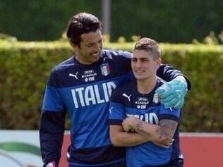 Volante Verratti junto do goleiro da seleção italiana, Gianluigi Buffon