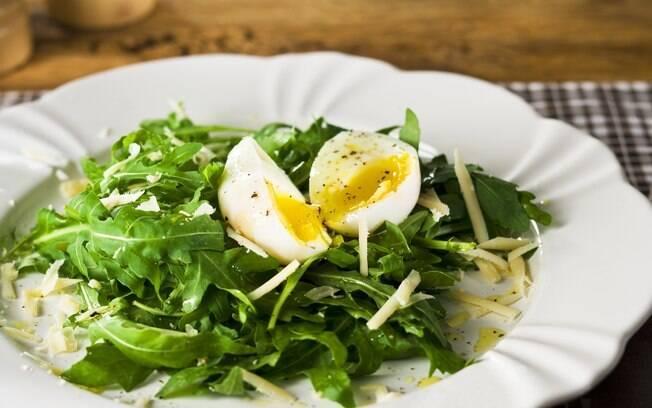 salada com ovos