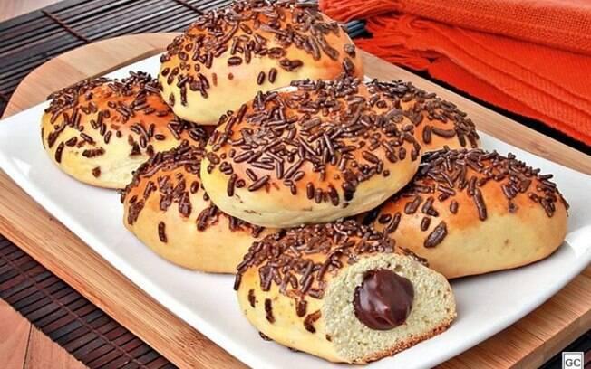 Pão doce com recheio de chocolate