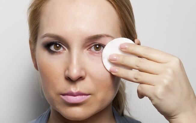 Como retirar a maquiagem adequadamente