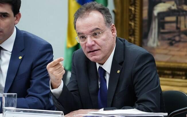 Deputado Samuel Moreira (PSDB-SP) apresentou mudanças no texto da reforma da Previdência na terça-feira (2)