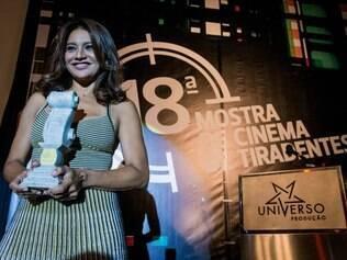 A atriz Dira Paes foi homenageada na abertura da mostra