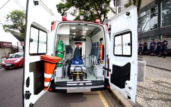 Ambulância que levava o paciente foi interceptada por um carro ocupado por quatro criminosos, que portavam fuzis