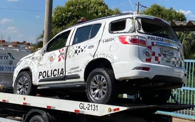 Viatura da PM capota e deixa policial ferido na SP-101, em Hortolândia