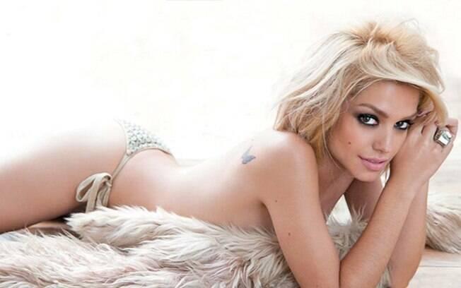 Thais Fersoza mostra sua ótima forma em ensaio sensual para a revista VIP