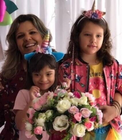 """""""Elas se protegem"""", diz mãe de gêmeas, uma delas com Down"""