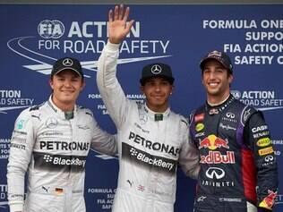 Lewis Hamilton cravou a primeira pole do ano com o tempo de 1min44s231