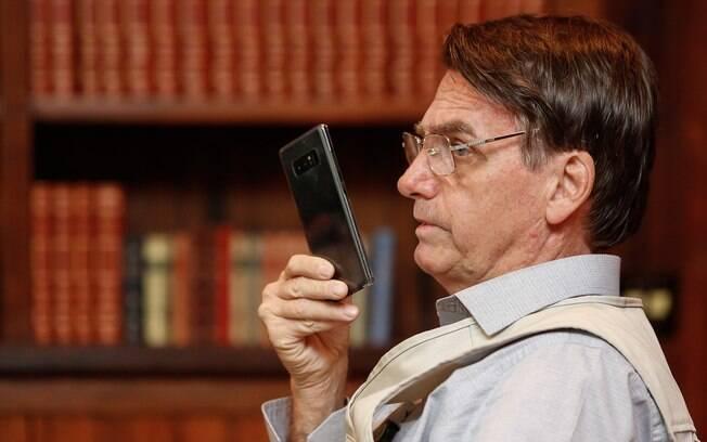 Alvo de vazamentos de conversas com ministros, Jair Bolsonaro adotou regra mais dura contra celulares em reuniões