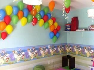 Infantil.Crianças têm espaço reservado para as brincadeiras, orientadas por monitores