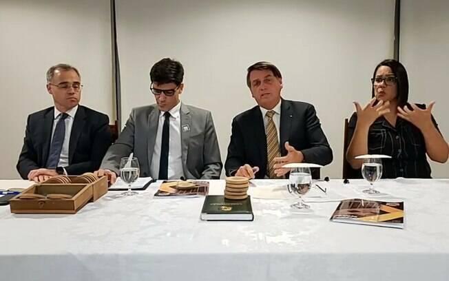 Em live, Jair Bolsonaro recuou e não divulgou a prometida lista de países que compram madeira ilegal do Brasil