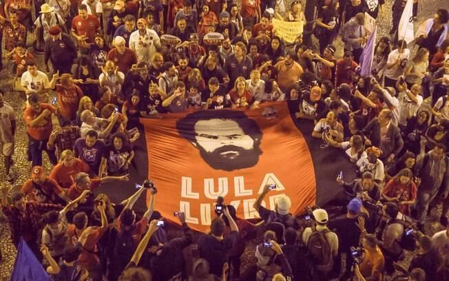 Manifestantes planejam atos em apoio ao ex-presidente Lula, preso desde abril na Lava Jato