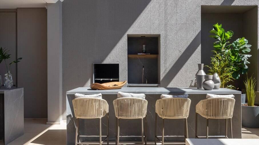 O cinza pode ser aplicado em todos os ambientes do apartamento Luana Castro