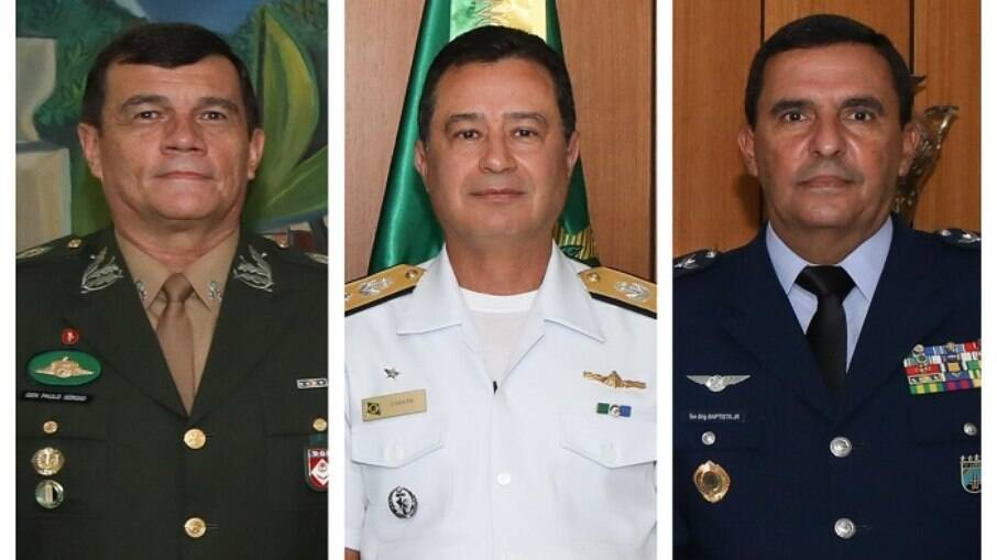 Paulo Sergio Nogueira (Exército), Almir Garnier Santos (Marinha) e Carlos de Almeida Baptista Junior (Aeronáutica)